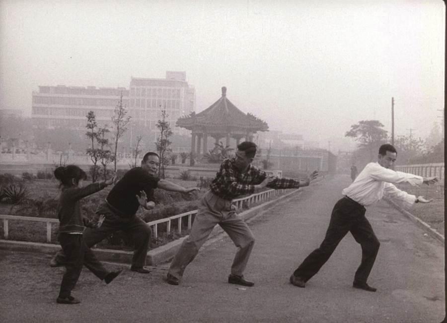 《台北之晨》於1964 年發行當時未能配上的環境音,今影視聽中心與空總台灣當代文化實驗場C-LAB 攜手合作,邀請林強、陳家輝兩位作曲家創作新配樂。( 圖/國家電影及視聽文化中心)