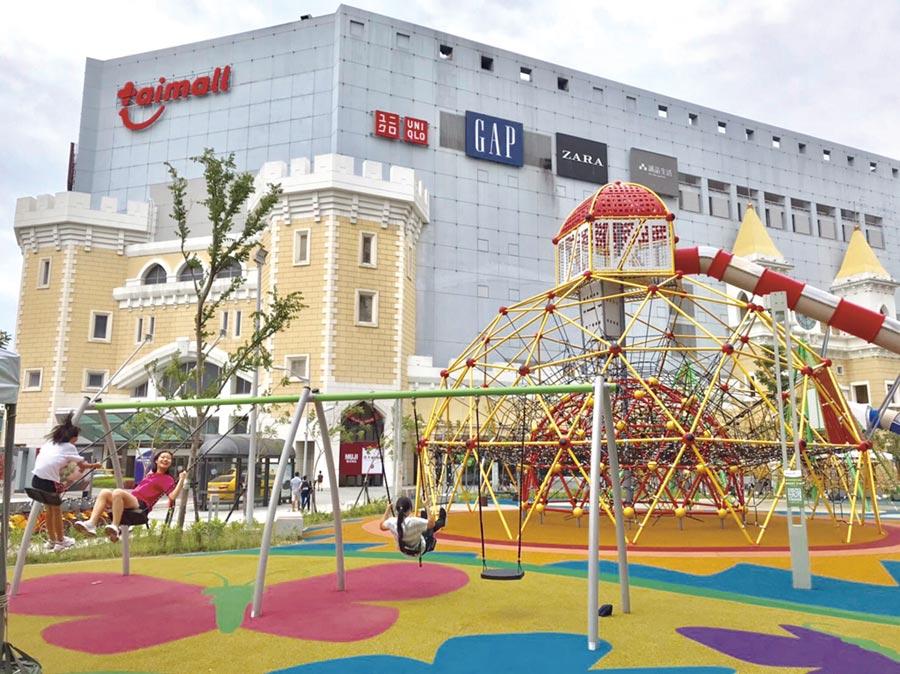 台茂斥資8千萬打造全台百貨商場唯一綠地娛樂公園。圖/李麗滿