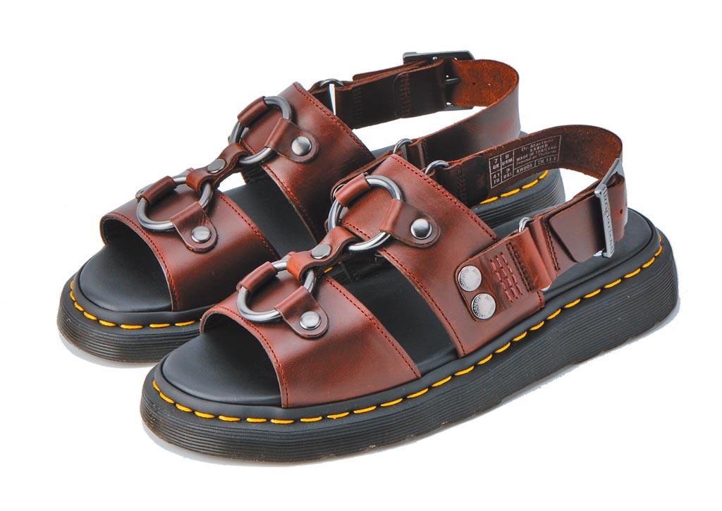 京站的Dr.Martens 馬丁涼鞋,原價5480元,特價3000元。(京站提供)
