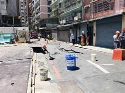 永和工地挖破瓦斯管線路基塌陷! 消防隊灑水警戒