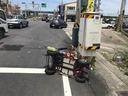 老婦騎電動車 遭汽車追撞彈飛5公尺傷重不治