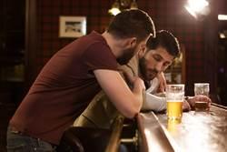 英國好友醉後爽飛西班牙 老闆霸氣允假:人生只有一次