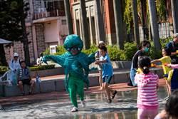 新竹州廳噴水設施開放玩水囉 一起來作伙呷冰玩水吧