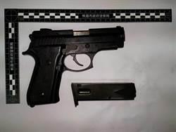 金錢引糾紛 男子持槍談判不敢開槍反被警活逮