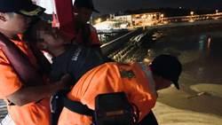 海巡署龍鳳安檢所人員 阻止青年企圖跳海輕生