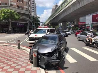 救護車遭衝撞險進店家 車上91歲病患事故前已死亡