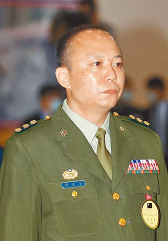 陳菊脫身 陳敏華爽當少將