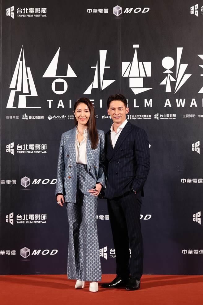 颁奖人杨谨华与温升豪。(台北电影节提供)