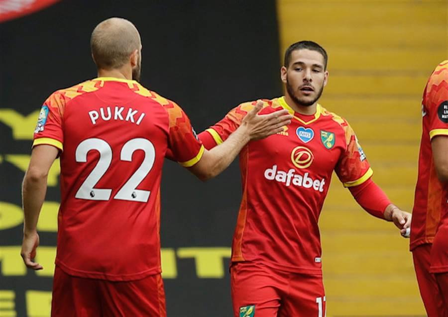 Emiliano BUENDIA (右)上仗表現優異.Teemu PUKKI(左)仍沒打破進球荒(圖片來源︰達志影像)