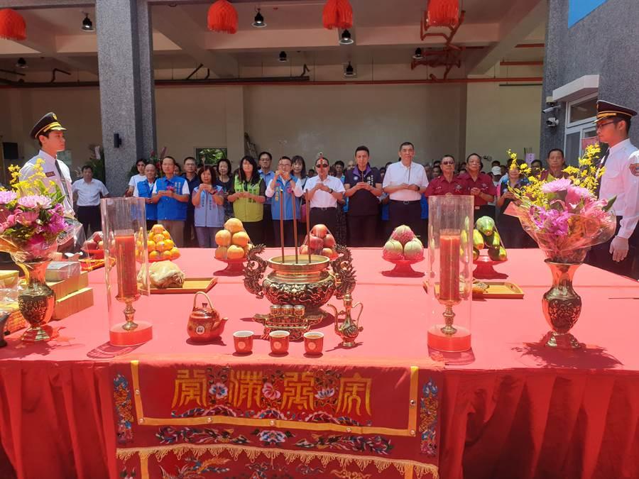 新北市長侯友宜也特別邀請到各界人士到場觀禮並共同祈福。(讀者提供/林俊翰翻攝)