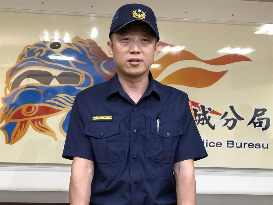 金城分局副分局長許績俊說明偵破經過,提醒民眾注意自身安全。(李金生攝)