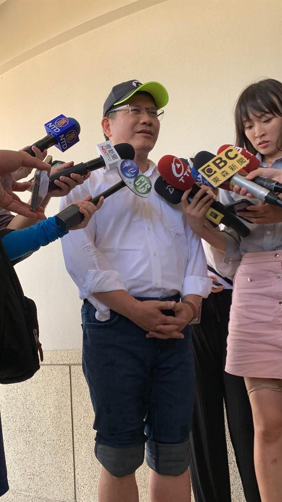 交通部長林佳龍表示,紓困3.0即將上路,會在2周內送交立法院。(張睿廷攝)