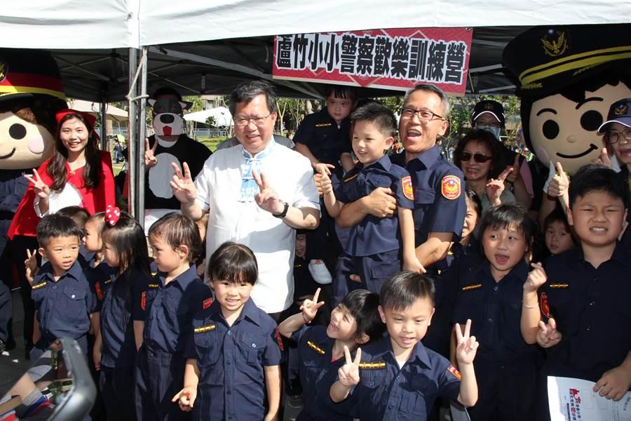 桃園市蘆竹警分局11日下午15時,與台茂購物中心合作,舉辦小小警察歡樂營活動。(警方提供/賴佑維桃園傳真)