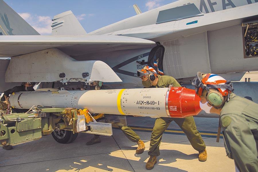 美對台軍售不會超過國軍現有裝備太多等級,因此,我自主研發武器反而是可向美喊價的籌碼,又或尋求技術轉移。圖為美國海軍陸戰隊魚叉飛彈。(摘自美國海軍官網)
