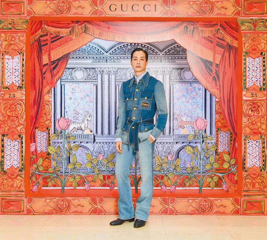 薛仕凌穿GUCCI早秋系列水洗單寧拼接夾克15萬2500元、藍條紋棉質襯衫1萬9500元、水洗單寧拼接牛仔褲6萬1000元。