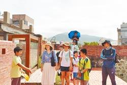 恆春國小解說隊 帶遊客訪古城