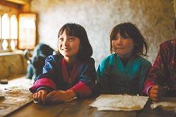 《不丹是教室》貧童抱夢想