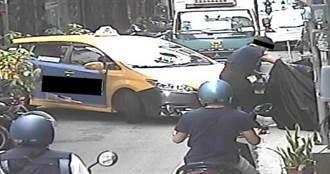 小黃撞倒機車肇逃 民眾記車牌貼紙條「計程車A倒你的車」