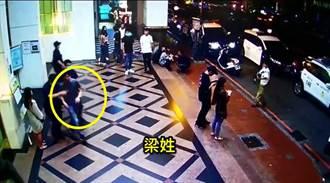 KTV酒客不滿有包廂太吵  踢門起糾紛拉扯2人送辦