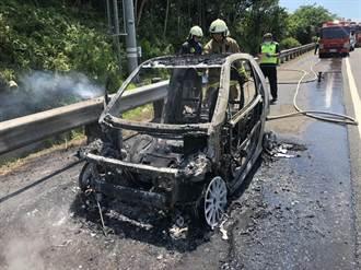 國道3號新竹路段 車輛起火燒到剩骨架