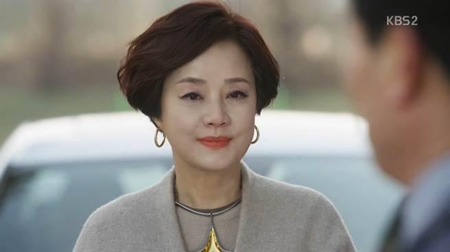 張美姬目前仍活躍於演藝圈中,圖為《一起生活吧》劇照。(取自韓網)
