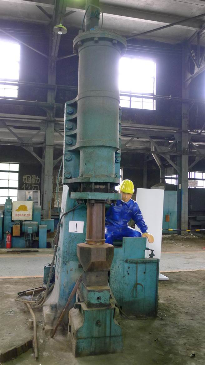 鍛冶工場內現今仍存有清代劉銘傳時代的火車蒸氣鎚。(資料照片,江慧珺攝)