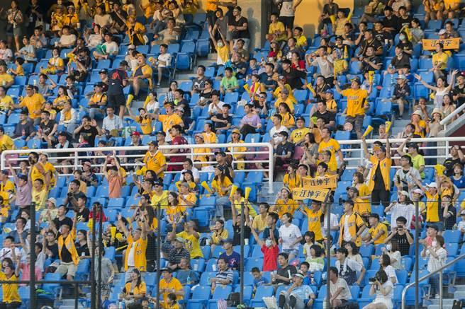 中職上半季順利結束,最多有破萬球迷進場,在疫情趨緩下,下半季將開放更多觀眾。(資料照/陳麒全攝)