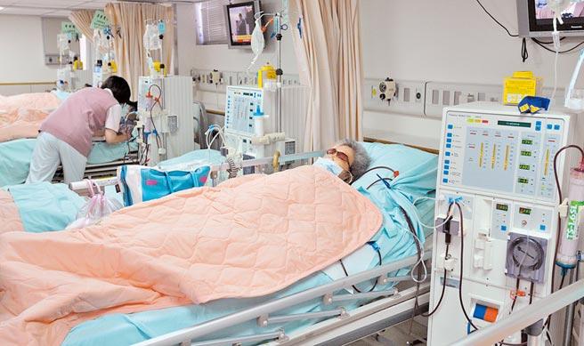 健保署統計10大燒錢項目,慢性腎臟病為最燒錢的疾病,其中含括了初期到晚期的洗腎病人。(本報資料照片)