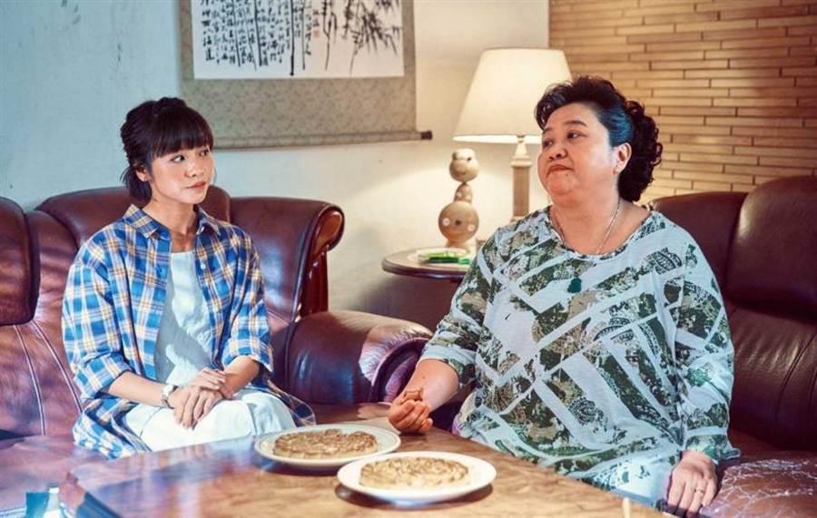 剧中黄姵嘉与锺欣凌上演婆媳冲突,但私下她可是把锺欣凌当作妈妈看待。(图/公视提供)