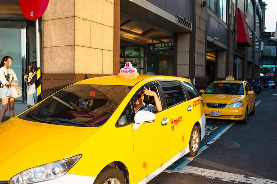 北市大直傳一名計程車司機在車內猝死,原因竟是因為...(示意圖/Shutterstock)