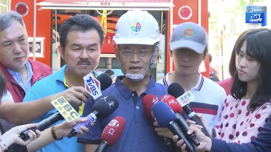新北市工務局長詹榮鋒表示,將盡全力進行連續壁的補強與住戶賠償。(圖/翻攝直播)