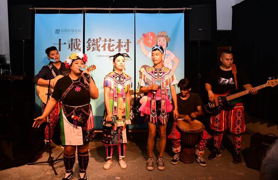 鐵花村10周年記者會,發熱帶樂團現場演唱。(莊哲權攝)