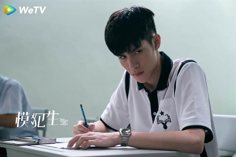 泰国电影《模犯生》电视剧版男主角由泰国星二代歌手Jaonaay演出。(WeTV提供)