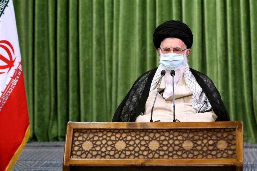 美國媒體11日披露,伊朗與大陸正談判為期25年的戰略協議,指陸方將投資4000億美元,換取穩定的伊朗石油供應。圖為伊朗最高領袖哈梅內伊12日在德黑蘭的國會主持會議。(路透)