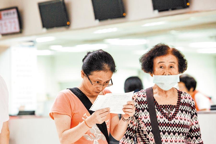 台灣即將進入超高齡社會,應極力推動設置整合性門診,不僅方便高齡病患就醫,也可降低醫療花費。(本報資料照片)