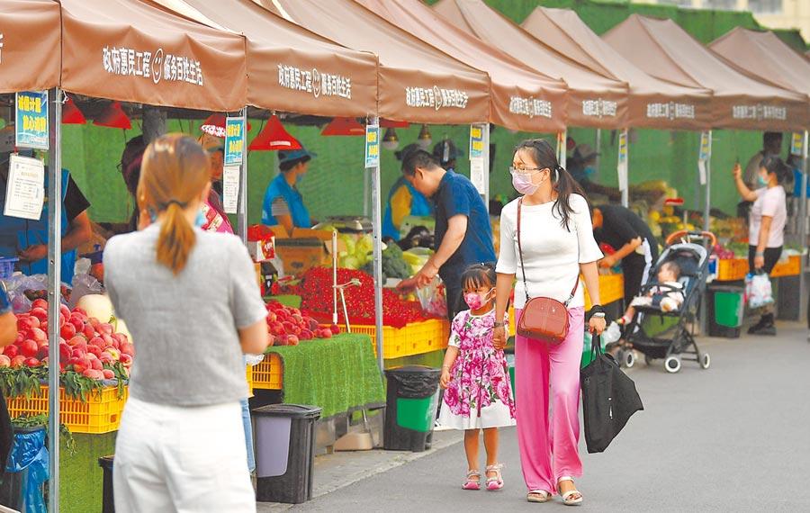 大陸總理李克強近日表示,要把「持續優化營商環境」作為當前保市場主體、保就業和吸引外商外資的重要方法。圖為西安一市場。(新華社)