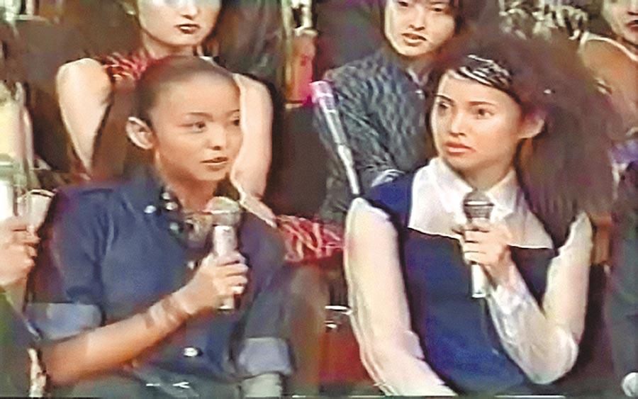 伊能靜(右)赴日發展期間曾與安室奈美惠同台表演。(摘自YouTube)