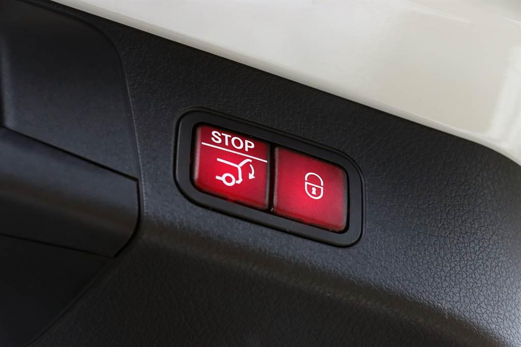 電動尾門為全車系標配。