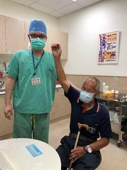 新式微創關節鏡手術 老翁再度揮舞右臂