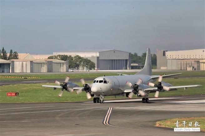 P-3C反潛機緊急飛往東部機場進行戰力保存。(青年日報提供)