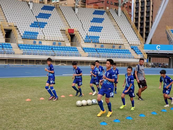清水國小選手常頂著烈日練球。(清水國小提供/陳淑娥台中傳真)