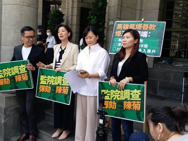 藍營上午前往監察院要求彈劾陳菊。(張理國攝)