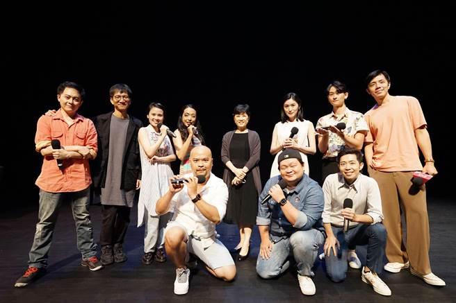 台中國家歌劇院2020年「音樂劇在台中」推出《台灣有個好萊塢》,歌劇院藝術總監邱瑗(第二排右4)在記者會表示,這是一部適合9歲到99歲欣賞的音樂劇。(台中國家歌劇院提供/陳淑芬台中傳真)