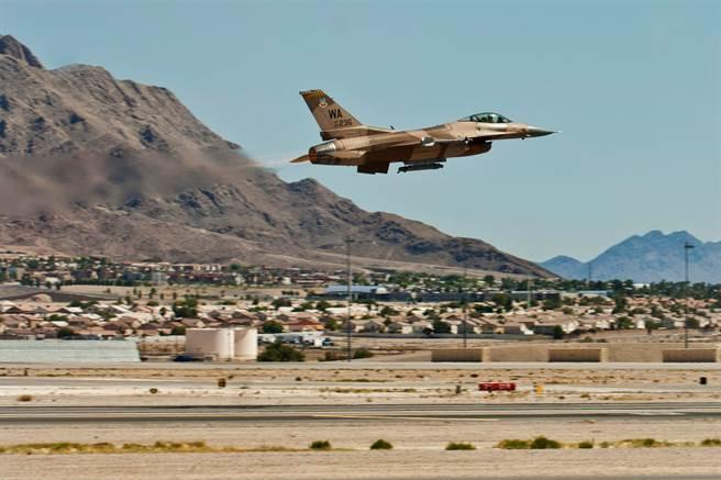 內華達州有好幾座海空軍基地,包括內利斯空軍基地、法倫海軍航空站,也有很多試驗場、靶場。(圖/美國空軍)