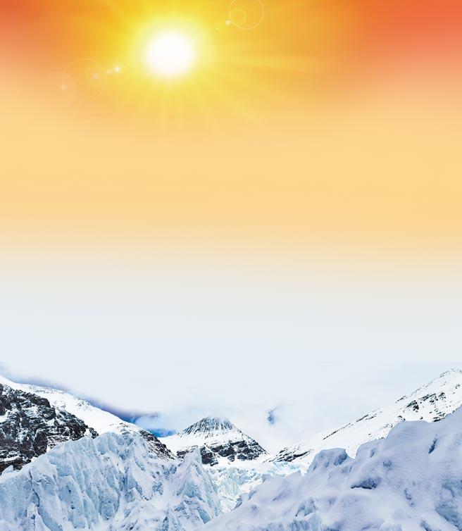 聖母峰東絨布冰川,從海拔6500米傾瀉而下至海拔5800米,綿延數公里。(新華社資料照片)
