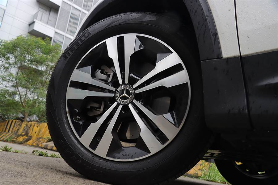 這款輪圈才是正式上市的規格。