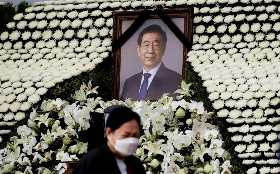 南韓首爾市長朴元淳日前尋短後,指控遭他性騷擾的女秘書委託律師發聲,指出持續遭到朴元淳性騷擾4年。(圖/美聯社)