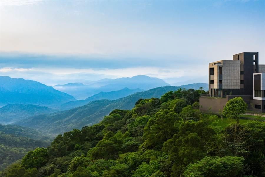 「逸品琚」社區的絕美山景。(圖/中時電子報攝)