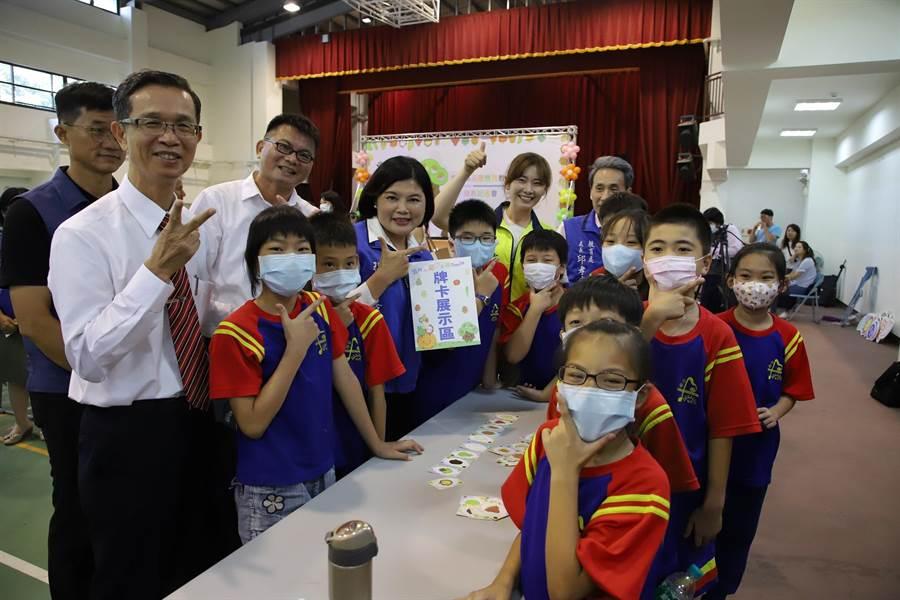 全國第1套官方品德教育教材在雲林縣登場,要讓「雲林有愛、學生有品」。(張朝欣攝)