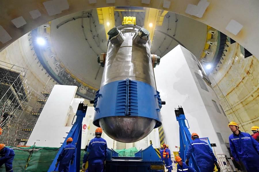 核反應爐需要有耐受輻射的金屬,MIT發現,鎳鉻合金的表現就相當不錯。(圖/SCMP)